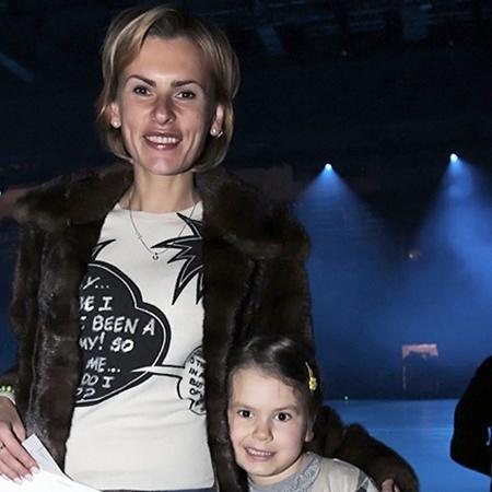 Бывшая жена Марата Башарова Лиза с дочкой Амели. Фото Милы СТРИЖ.