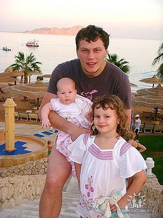 Андрей Пятов в Египте с дочерьми Миланой и Дашей.