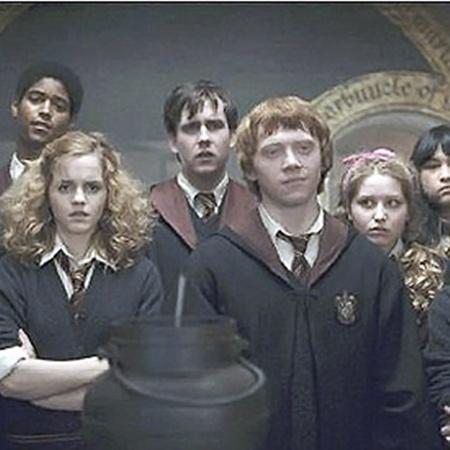 Афшан Азад на съемках фильма о Гарри Поттере (в нижнем ряду слева).