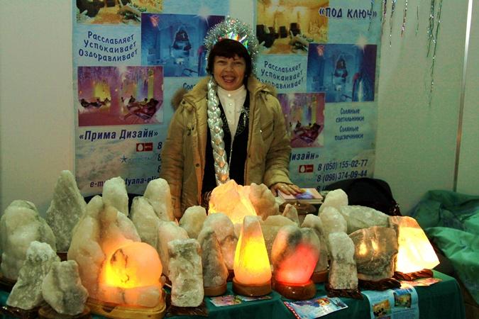 На ярмарке были представлены солевые светильники. Фото: Павел Колесник