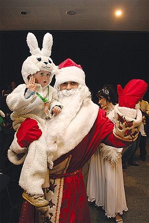 ...а такой с радостью проведет праздник в компании маленьких кроликов.