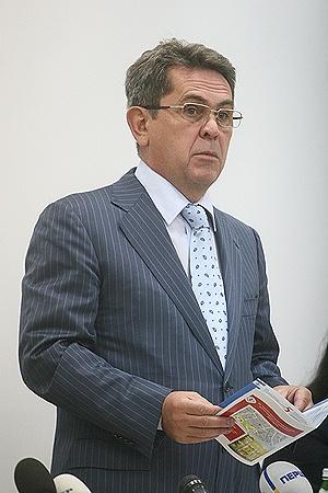 Теперь кардиолог Илья Емец будет лечить всю медицинскую систему страны.