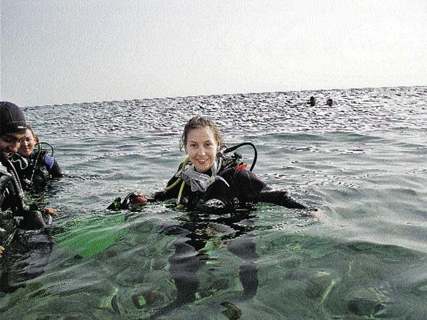И наша «акула пера» Ярослава Танькова перед первым погружением в терроризируемые хищниками воды Красного моря...