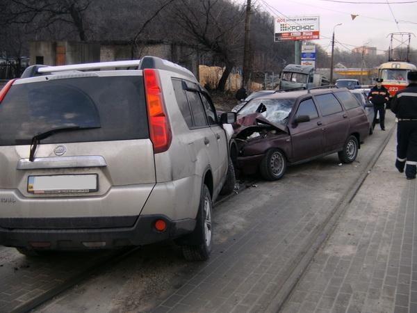 В Донецке водитель-торопыга отправил на больничную койку трех человек. Фото: ura.dn.ua.