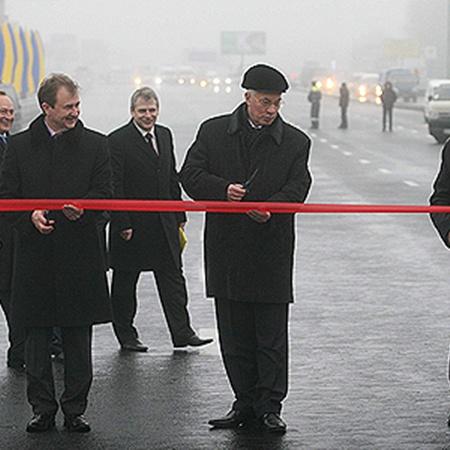 Новый объект в торжественной обстановке открыли Николай Азаров и Александр Попов.