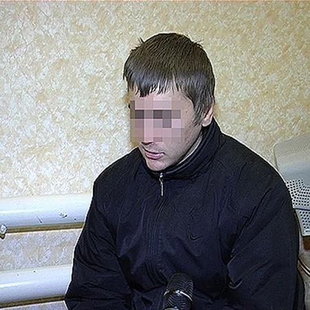 Изрядно выпив, 22-летний житель Ромнов похитил с городской площади двухметровую фигуру новогоднего старика.