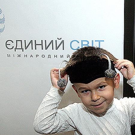 Дети-сироты уже получили подарки к Новому году благодаря фонду «Единый мир».