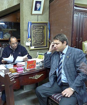 Авторитетный Капитан и вице-консул Тимур Ридванов решают судьбу украинского путешественника.