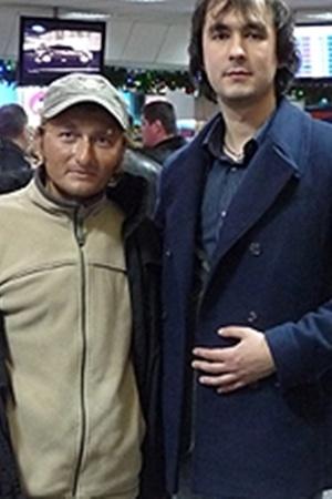 Денис Щербина (слева) и наш корреспондент Александр Федченко после прилета из Египта в аэропорт «Борисполь».