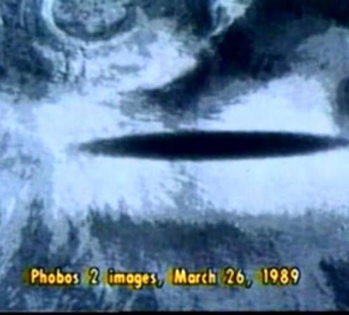 Тень на Марсе, снятая советским зондом Фобос-2 перед потерей с ним связи