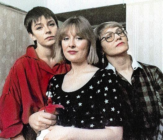 Слева направо: Оля (Сафонова), Валя (Удовиченко), Лариса (Русланова) - подружки с неустроенной личной жизнью.