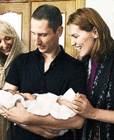 Крестными родителями сына Клочковой стали пловец Денис Силантьев и родная сестра Яны - Анна.