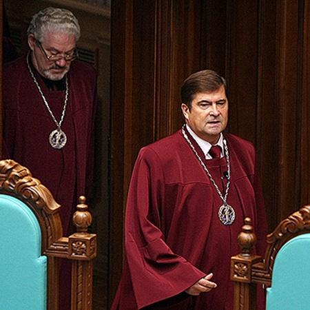 Конституционную реформу 2004 года отменили. Украина вернулась к президентско-парламентской форме правления.