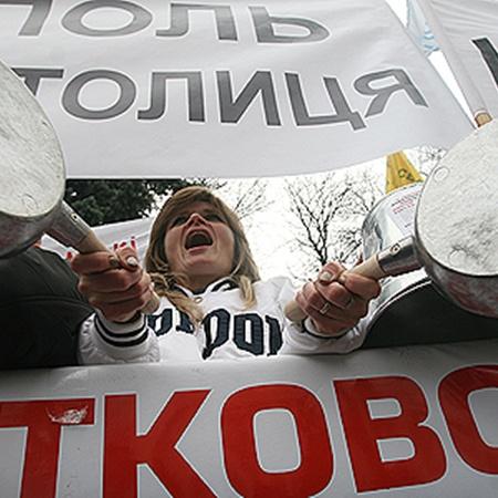 После массовых акций протеста депутаты принимают Налоговый кодекс с учетом требований бизнесменов.