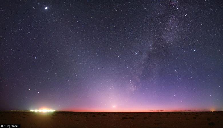 фотограф Тунк Тензел решил напомнить людям, как сияют мириады звезд в небе над Землей. Фото с сайта dailymail.