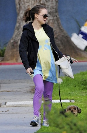 Натали Портман вышла прогуляться по парку. Фото: celebrity-gossip.net