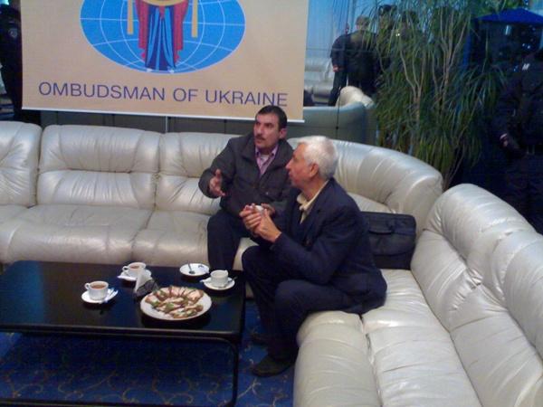 Датченко и Устименко в аэропорту