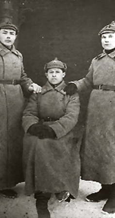 Самый пожилой гражданин Украины успел и в Гражданскую повоевать (Якубовский - в центре).