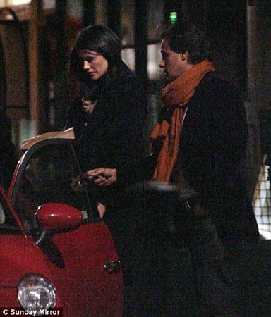 Арун Наяр и его новая возлюбленная - модель Ким Джонсон.