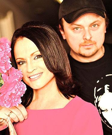 София Михайловна с сыном Русланом. Фото из личного архива певицы.