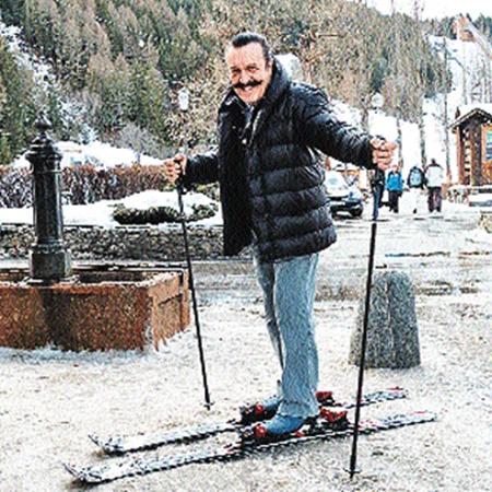 Вилли Токарев на лыжах. Щас споет.