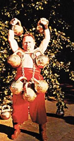 Когда-то Виктор Бахматов показывал силовые номера в цирке.