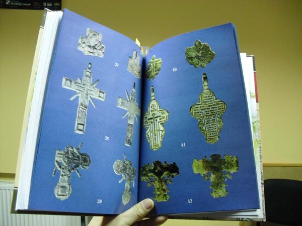 В книге Виктора Векленко научно описаны сотни найденных на месте Самари нательных крестов ее обитателей.