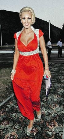 С красными ленточками в обществе были замечены Лера Кудрявцева...