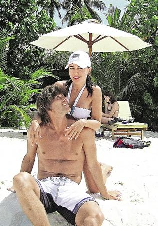 Анастасия Заворотнюк на отдыхе с мужем Петром Чернышевым.