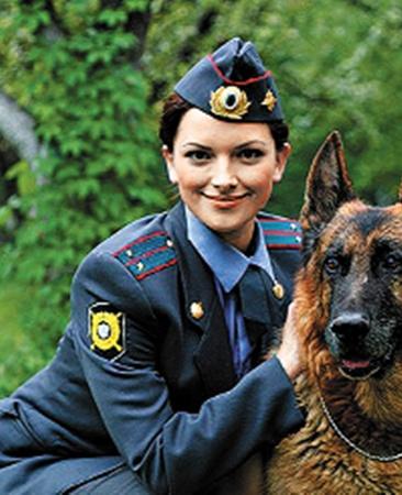 В первых сериях «Возвращение Мухтара» использовали наработки харьковчан (на фото герои фильма: следователь Василиса и отважный пес).