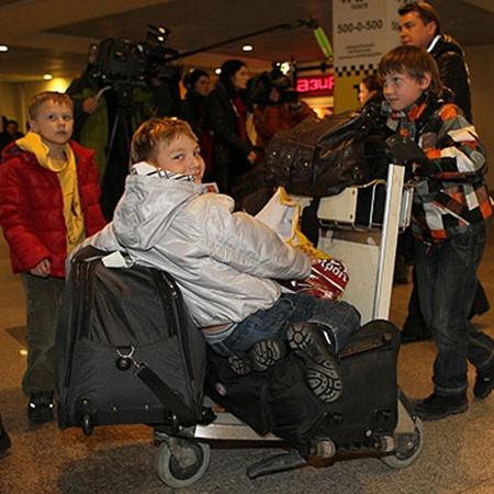 Среди прибывших из Туниса пятеро детей. Фото Марины Волосевич.