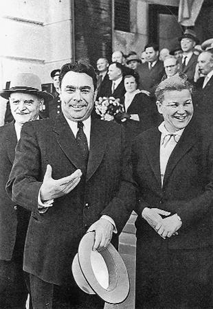 С членом политбюро ЦК КПСС Николаем Шверником и министром культуры СССР Екатериной Фурцевой.