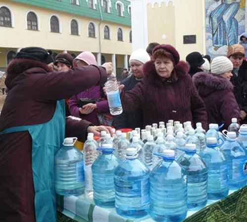 1,5 литра воды стоит 6 гривен, а 5 литров - 17 гривен.