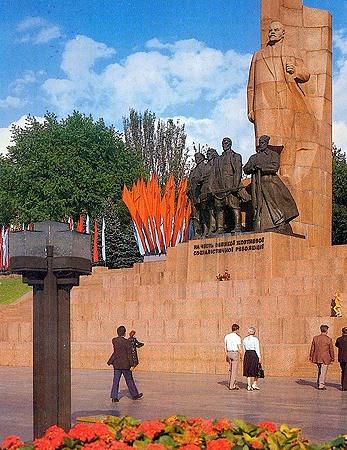 Раньше Майдан был с деревьями и с Лениным.