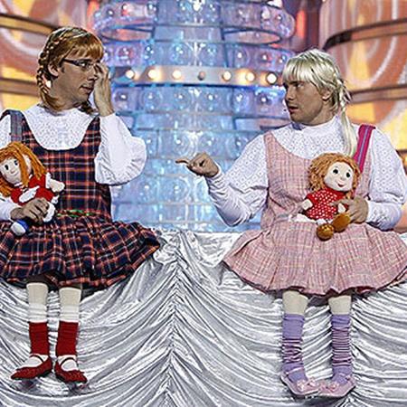 Максим Галкин и Николай Басков в новогоднюю ночь стали «внучками». Фото Алексея Ладыгина.