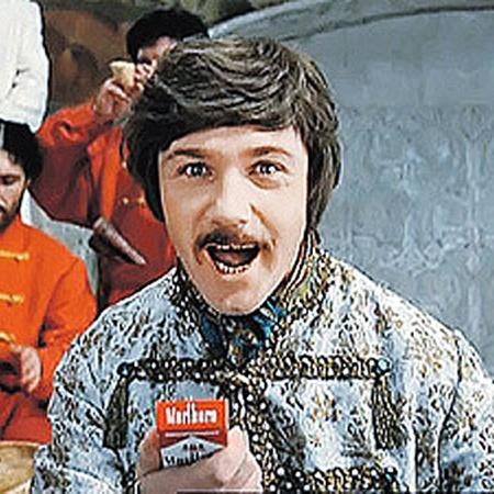 Пачку сигарет своему герою Милославскому актер придумал сам.