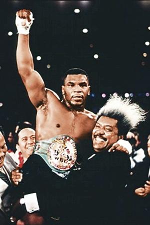 Майк Тайсон - едва ли не последний черный чемпион, царствовавший в 80-е годы.