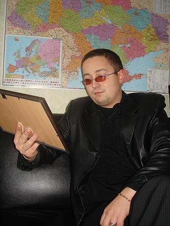 Фото погибшего друга Евгений держит у себя в офисе, но?попросил его не публиковать. Фото автора.