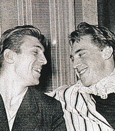 С Игорем Кохановским, одноклассником, однокурсником и другом. 1956 год.