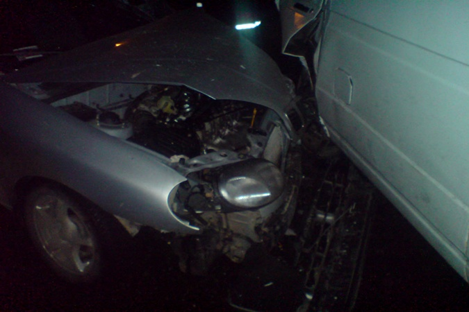 «Газелька» на полной скорости врезалась в «Ланос». Фото: МЧС.