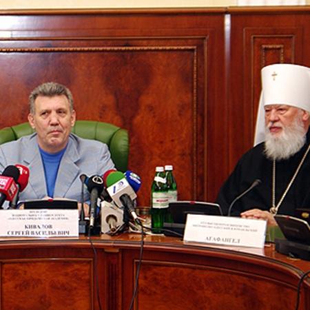 Вместе с Сергеем Киваловым студентов поздравил с праздником и митрополит Одесский и Измаильский владыка Агафангел.