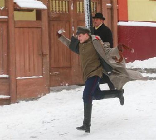 Николку Турбина, как самого молодого, режиссер гонял по Андреевскому спуску.