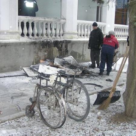 В Мариуполе горел пансионат для ветеранов. Фото: www.0629.com.ua.
