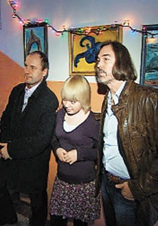 На выставку участника шоу «Отцы и дети» пришел известный художник Никас Сафронов.