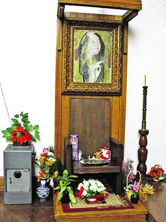 Кресло, в котором Ванга любила сидеть впостроенной на ее деньги церкви Святой Петки вРупите. Фото Светланы КУЗИНОЙ.