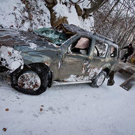 По словам очевидцев, в перевернувшемся джипе никто не погиб – спасли подушки безопасности. Фото с сайта nr2.ru