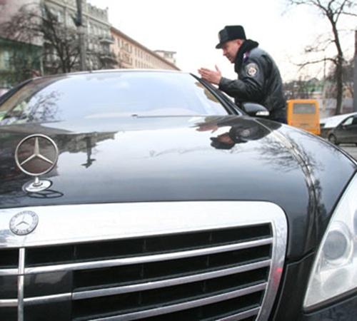 Избежать штрафов VIP-нарушителям не удается ни с помощью ксив, ни даже звонков чиновникам.