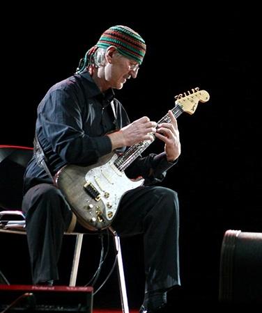 На сцене музыкант предпочитает доверять интуиции.Фото Павла ДАЦКОВСКОГО