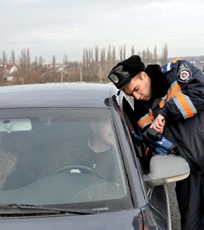 Фото Виталия ПАРУБОВА. За день в Симферополе ловят 140 нарушителей.