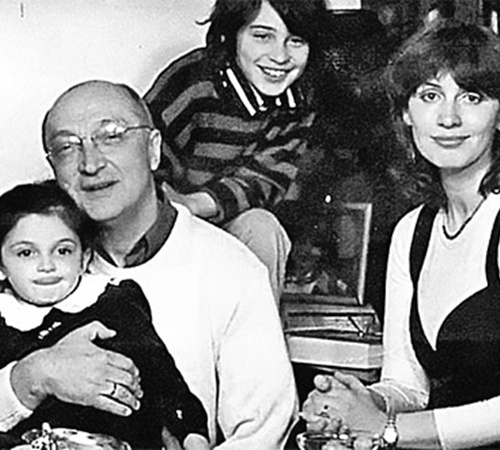 Михаил Козаков души не чает в своих детях Мише и Зое. Справа - их мать Анна Ямпольская.